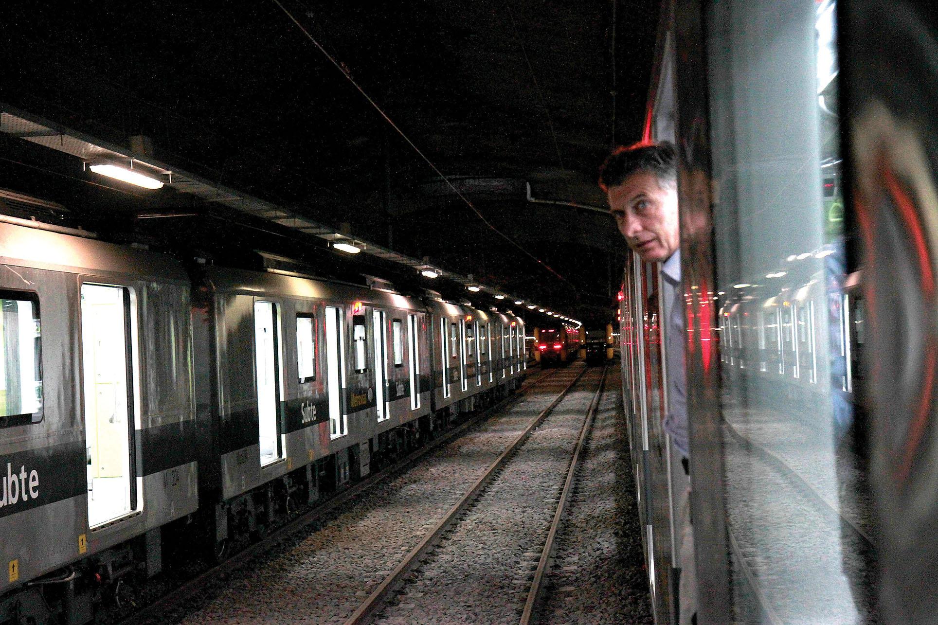 Mauricio Macri peers out of a subway car in 2013, when he was Chief of Government of Buenos Aires. (Photo courtesy of Gobierno de la Ciudad de Buenos Aires.)