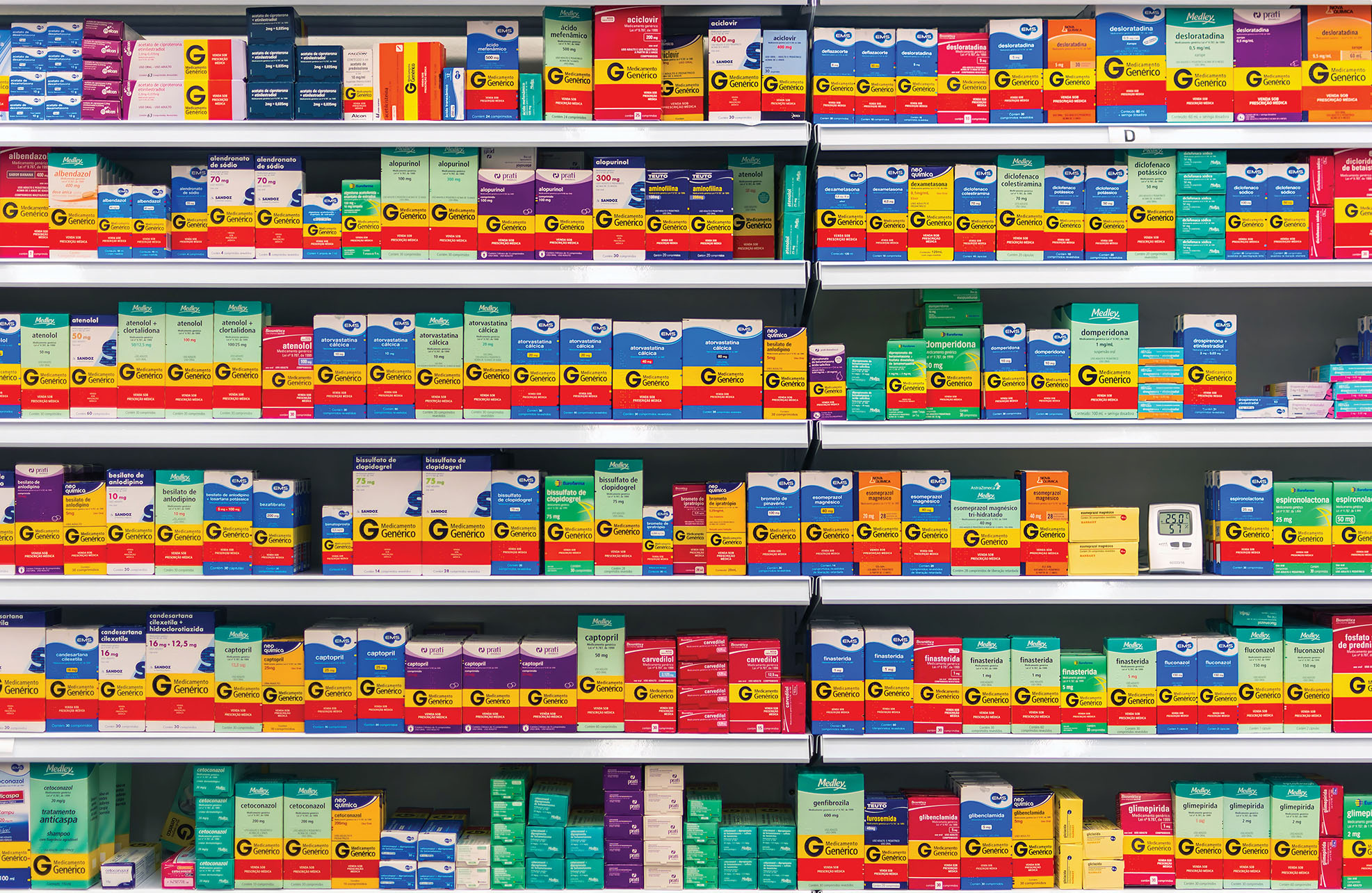Generic drugs on display in a pharmacy in Brazil. (Photo by Wilfredor.)