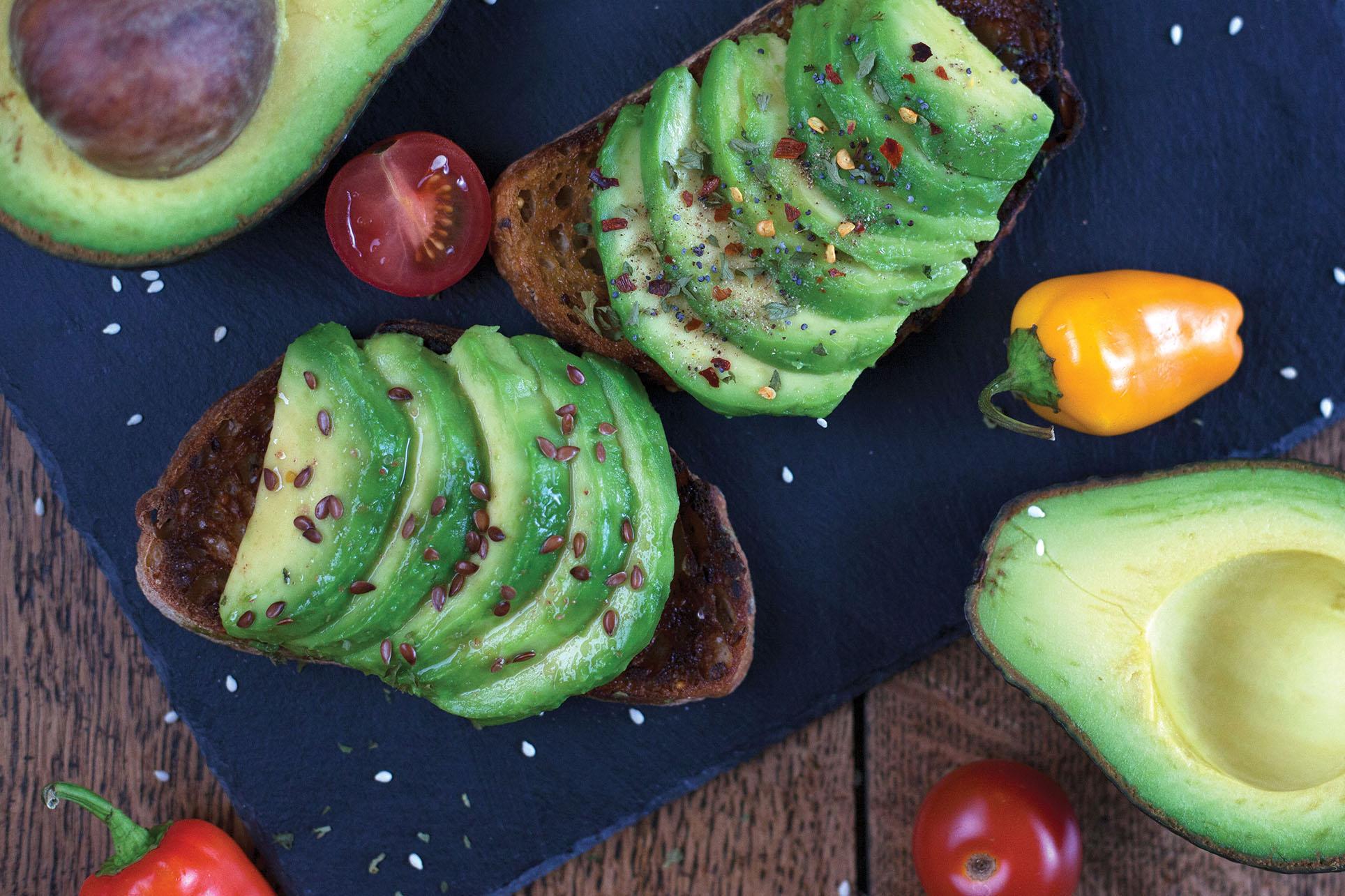 Gourmet avocado toast, with tomatoes, peppers, sesame seeds, and sea salt. (Photo by Kjokkenutstyr Net.)