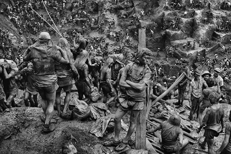 Photo of an open pit mine photographed by Sebastião Salgado
