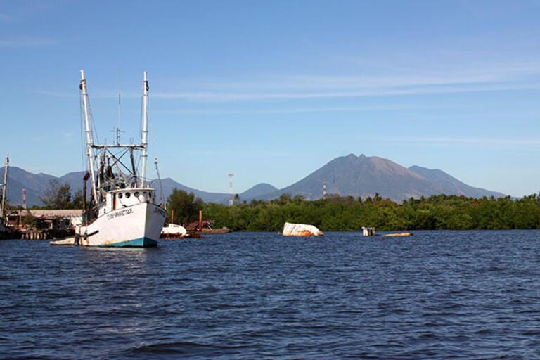 Photo of a boat at Puerto El Triunfo in El Salvador