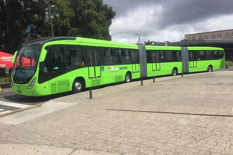 A TransMetro bus rapid transit vehicle in Guatemala City, Guatemala. (Photo by Andy9696down.)