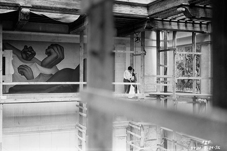 Diego Rivera and Frida Kahlo kiss on the scaffolding at the Detroit Institute of Arts in 1932