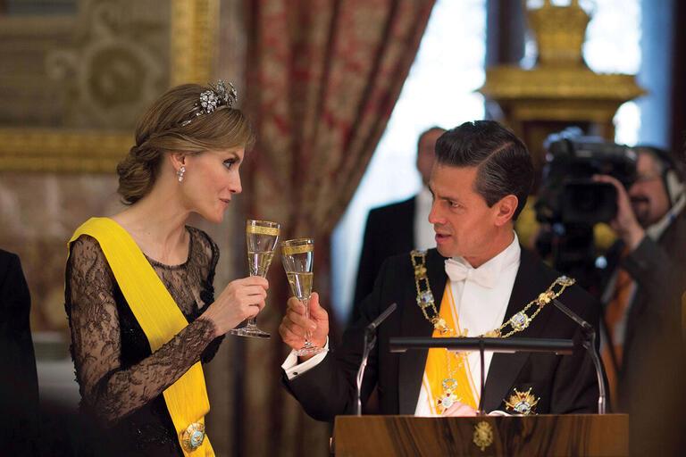 President Enrique Peña Nieto toasts the queen of Spain at a state dinner in 2014.  (Photo courtesy of Presidencia de la República Mexicana.)
