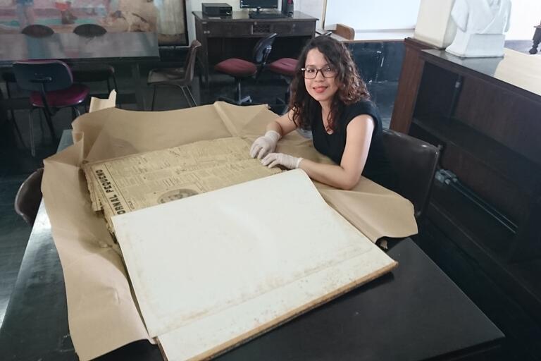 Monica Gimenes researching in the Arquivo Público de Pernambuco