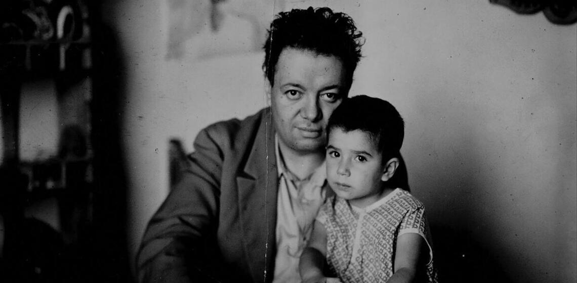 Diego Rivera with his daughter Guadalupe, circa 1927. (Photo from Google Art Project/Wikimedia Commons.)