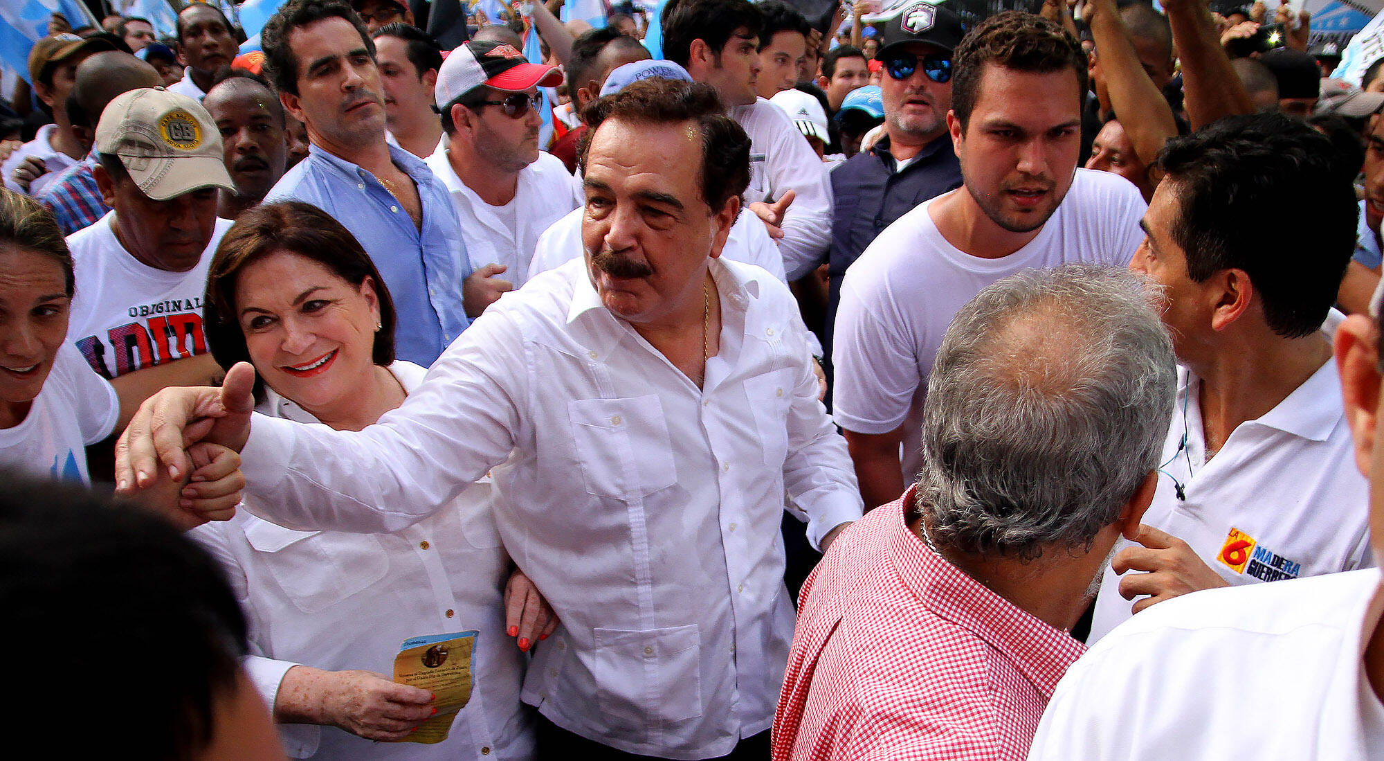 Jaime Nebot, mayor of Guayaquil, leads a crowd protesting against the policies of the Correa government, 2015. (Photo by César Muñoz/Andes.)