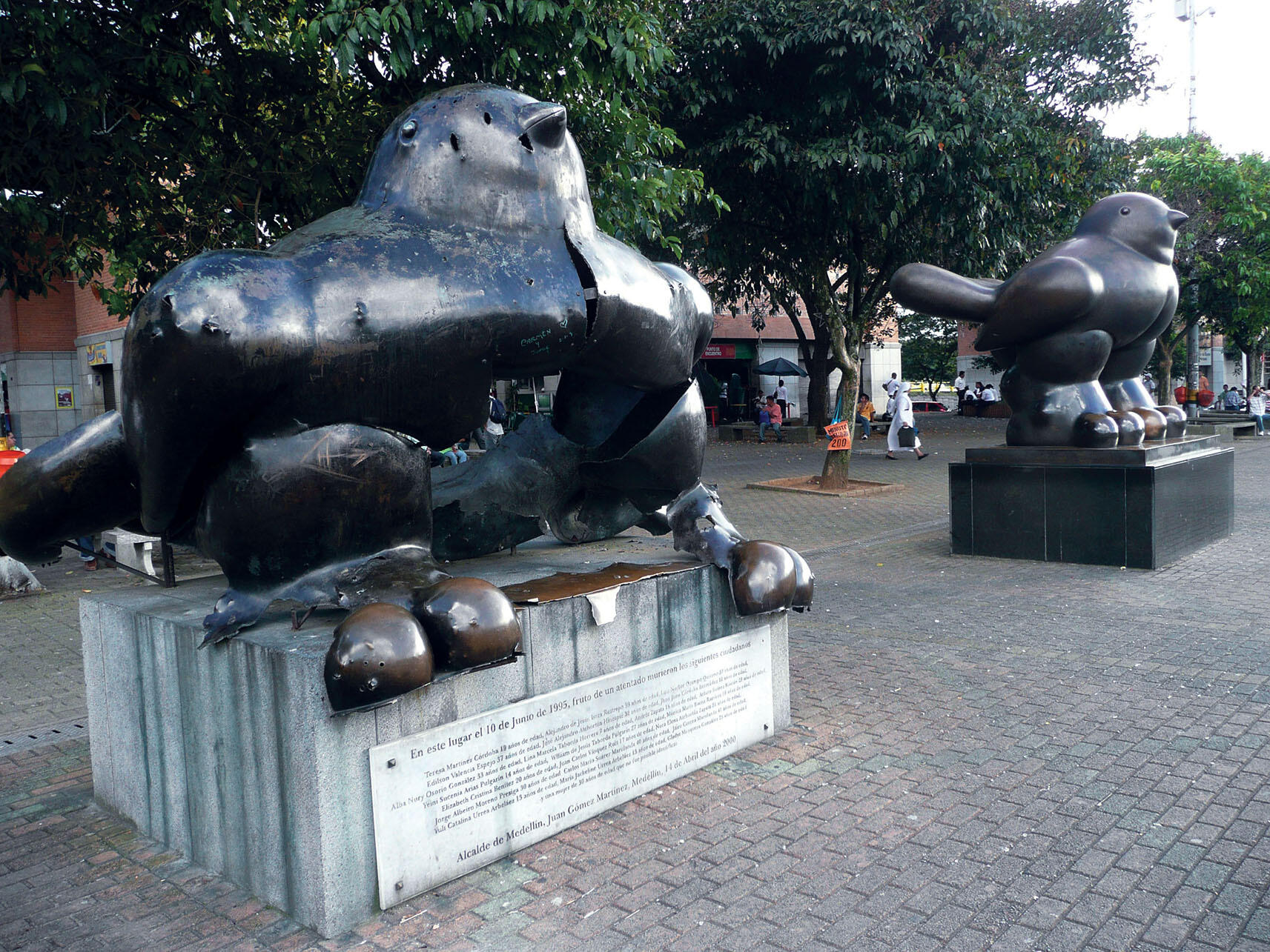 When a bomb damaged the metal statue of a bird on the left, Fernando Botero donated another to Medellín. (Photo by Randal Sheppard.)