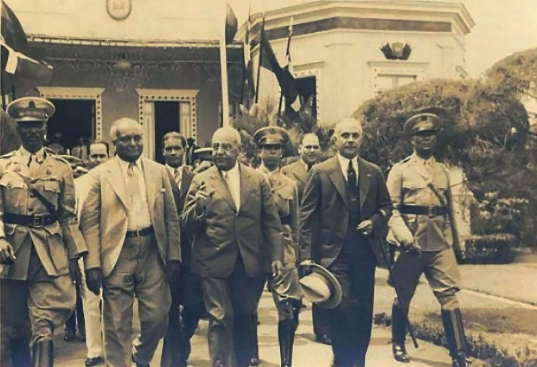Black and white photo of the meeting between Haitian president Sténio Vincent and Rafael Trujillo on the border between Haiti and the Dominican Republic, 1933. (Photo from Wikimedia.)