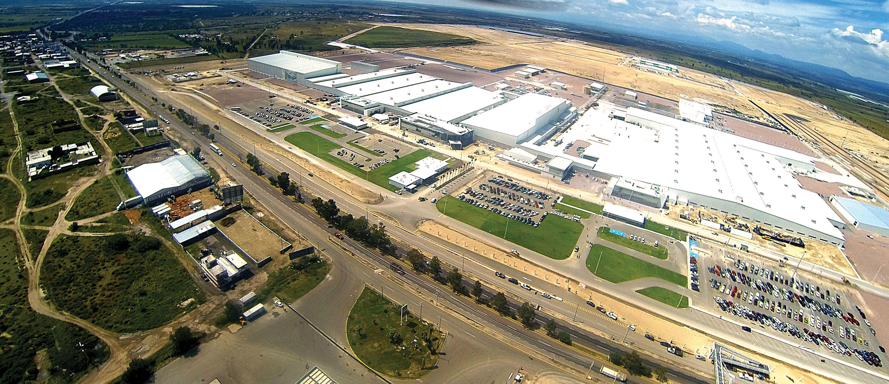 An aerial photograph of a sprawling Nissan facility in Aguascalientes, which will be joined by a Daimler-Benz plant in the open space behind it. (Photo courtesy of and © Nissan Motor Corporation.)
