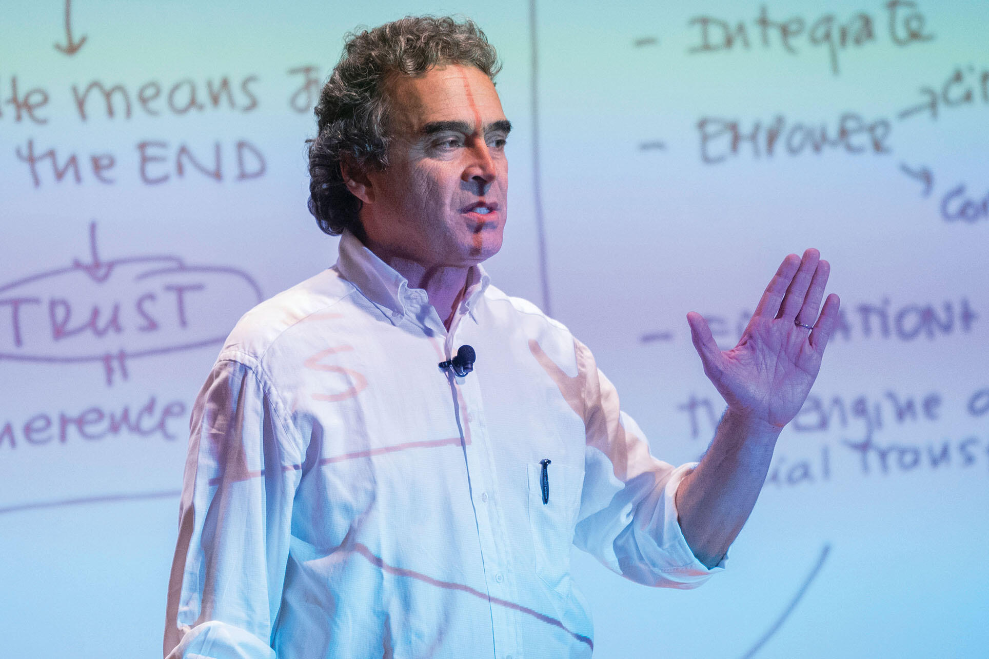 Sergio Fajardo speaks on campus during a visit to Berkeley, October 2018. (Photo by Jim Block.)