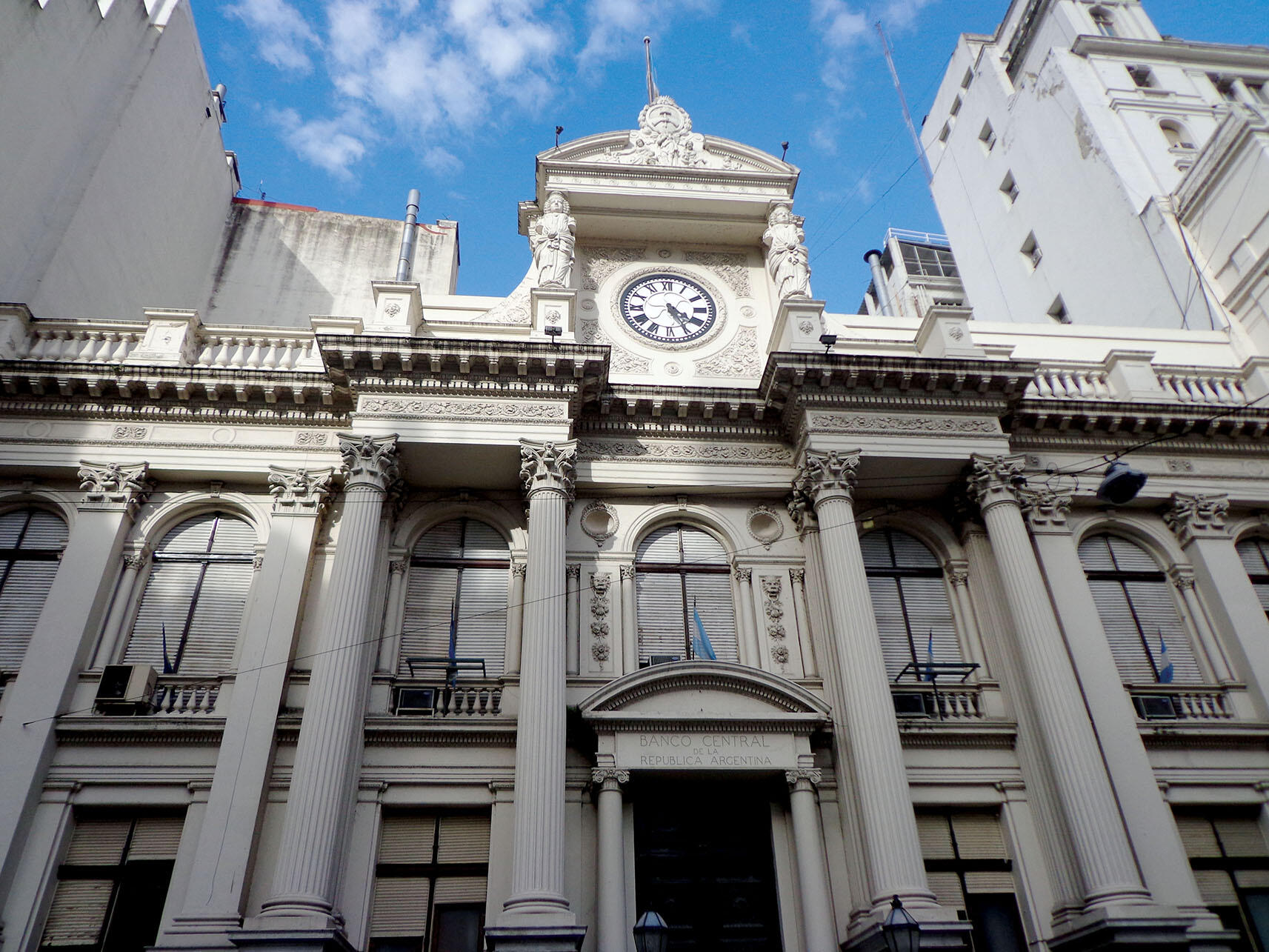 The Central Bank of Argentina, an imposing classical building in Buenos Aires. (Photo by Diana2803.)