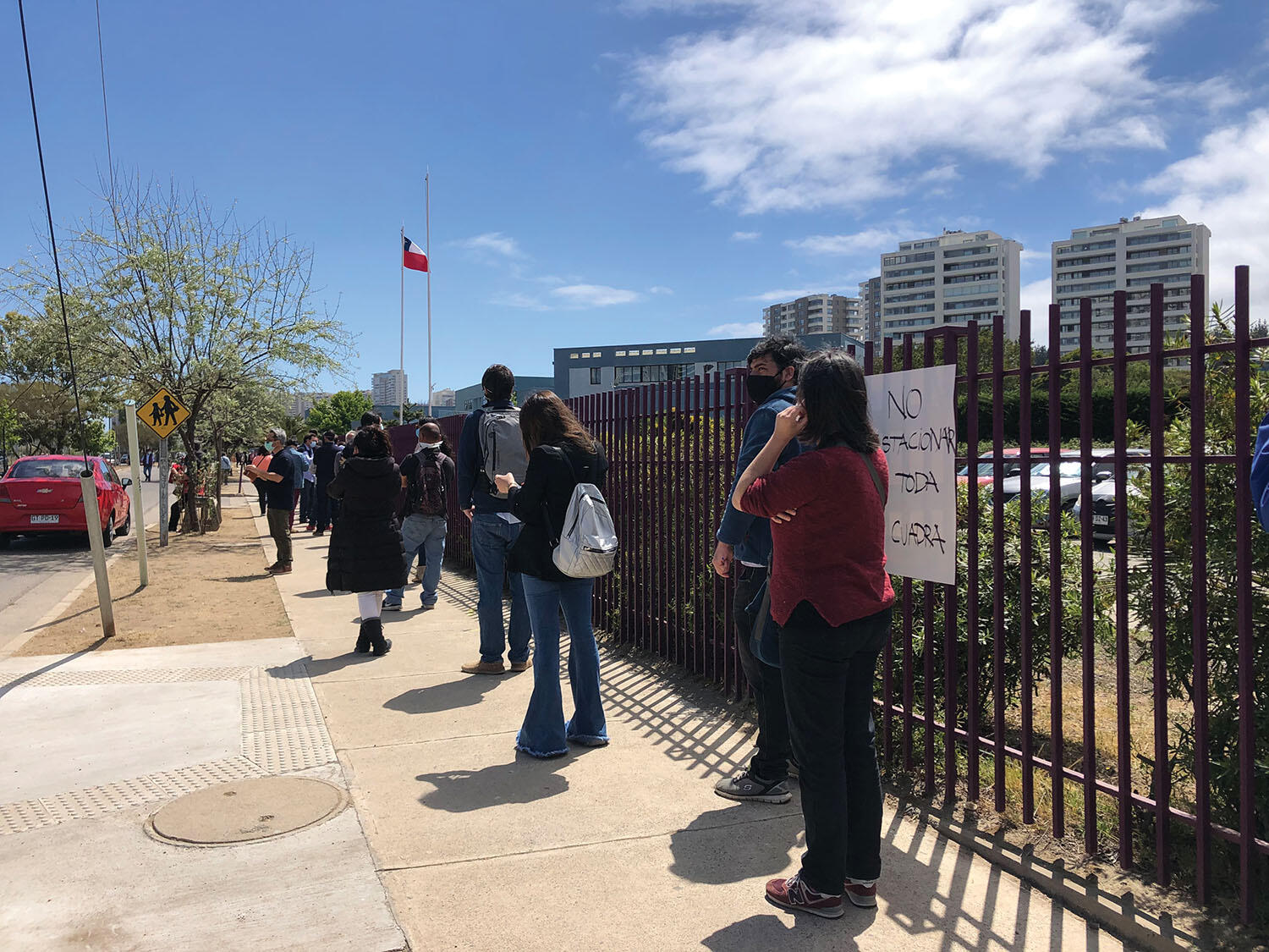 A socially distanced queue to vote during Chile's constitutional plebiscite on October 25, 2020. (Photo by Janet Waggaman.)