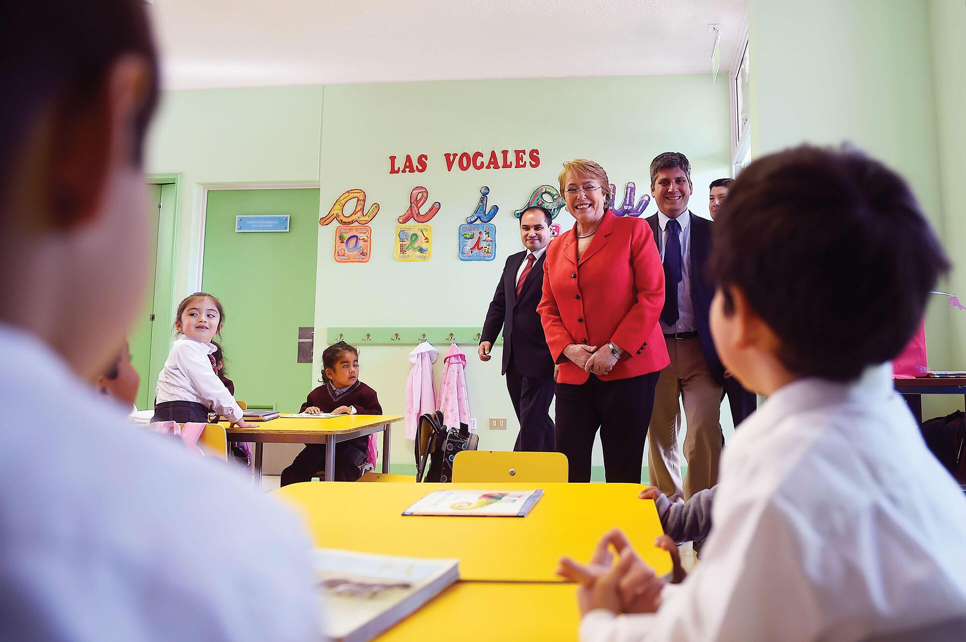 President Michelle Bachelet visits a Chilean school, August 2016. (Photo courtesy of Gobierno de Chile.)