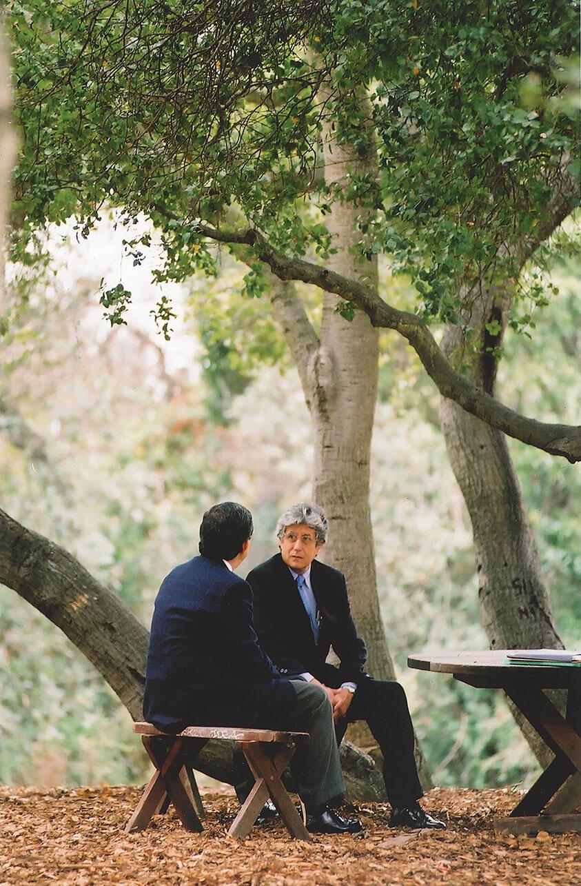 Adolfo Aguilar Zínser in conversation on the UC Berkeley campus. (Photo by Stefan Cohen.)