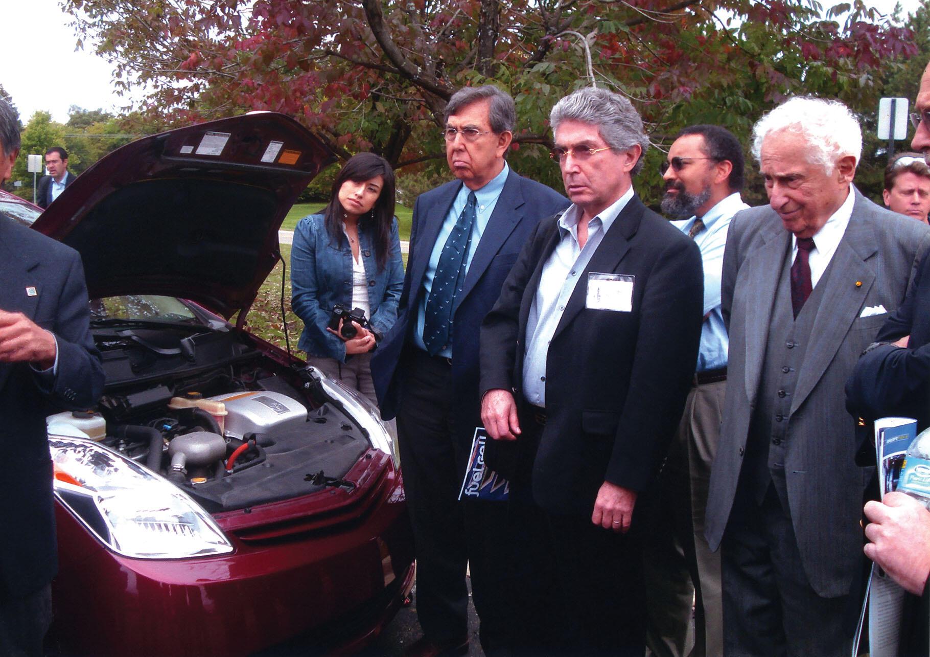 Dionicia Ramos, Cuauhtémoc Cárdenas, Roberto Dobles, Christopher Edley, and Stan Ovshinsky with a hydrogen-powered car. (Photo by Cristel Heinrich Bettoni.)