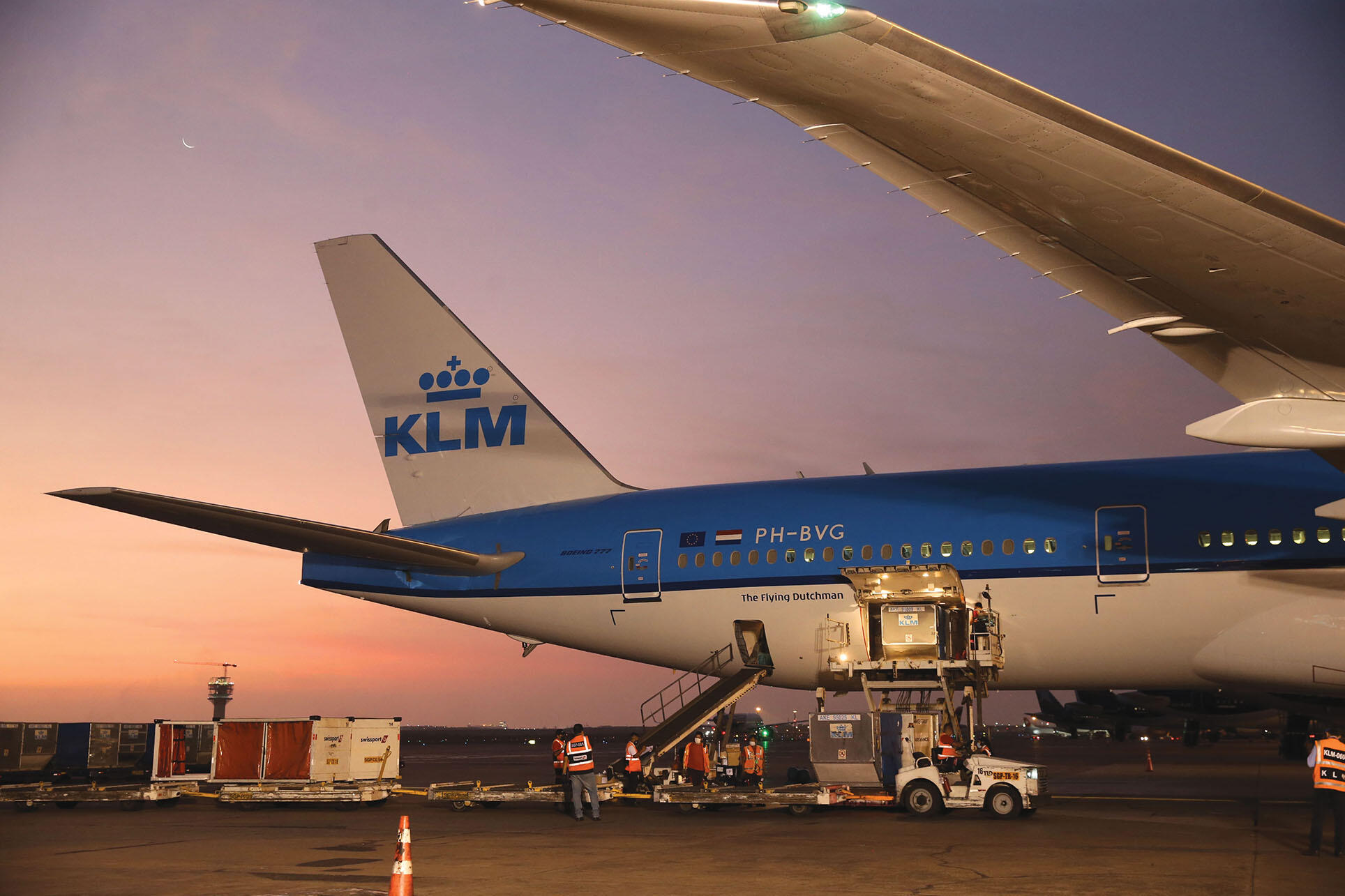 Pfizer Covid-19 vaccines are unloaded from a KLM airliner in Peru, April 2021. (Photo courtesy of the Ministerio de Educación de Perú.)